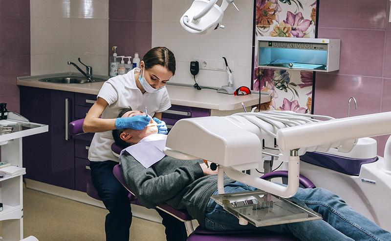 Професійна чистка зубів ультразвуком