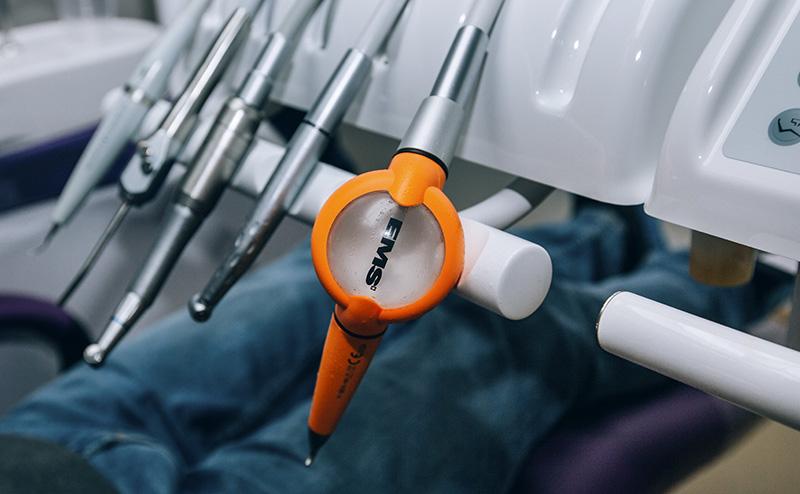 Мікроабразивне полірування содоструйним апаратом