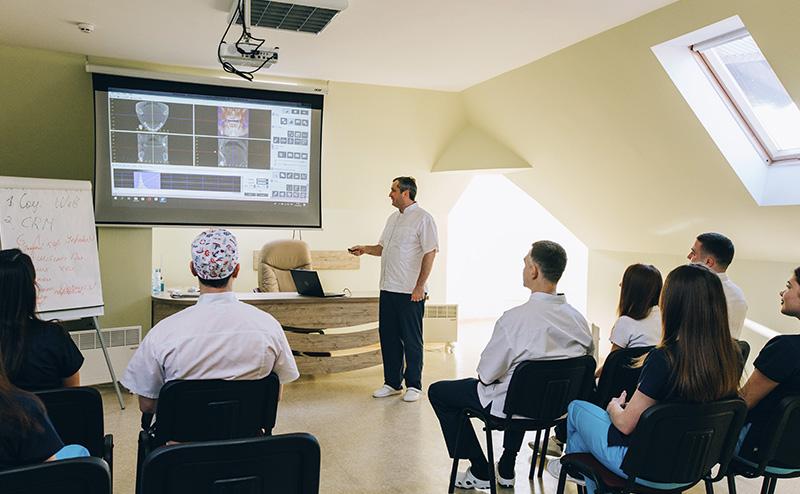 Навчання лікарів у стоматологічному центрі ЛАІВ-дент